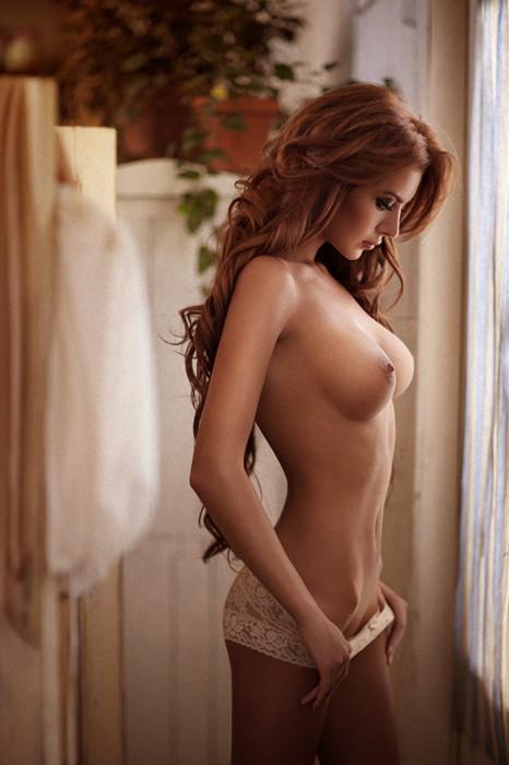 Femme Rousse Topless Bonsoir Mademoiselle