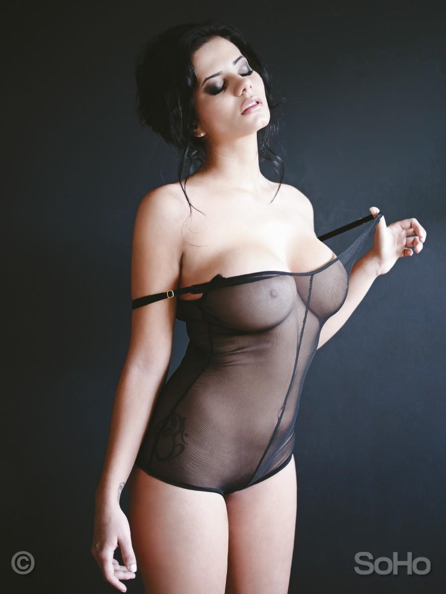ALEJANDRA OMAÑA desnuda