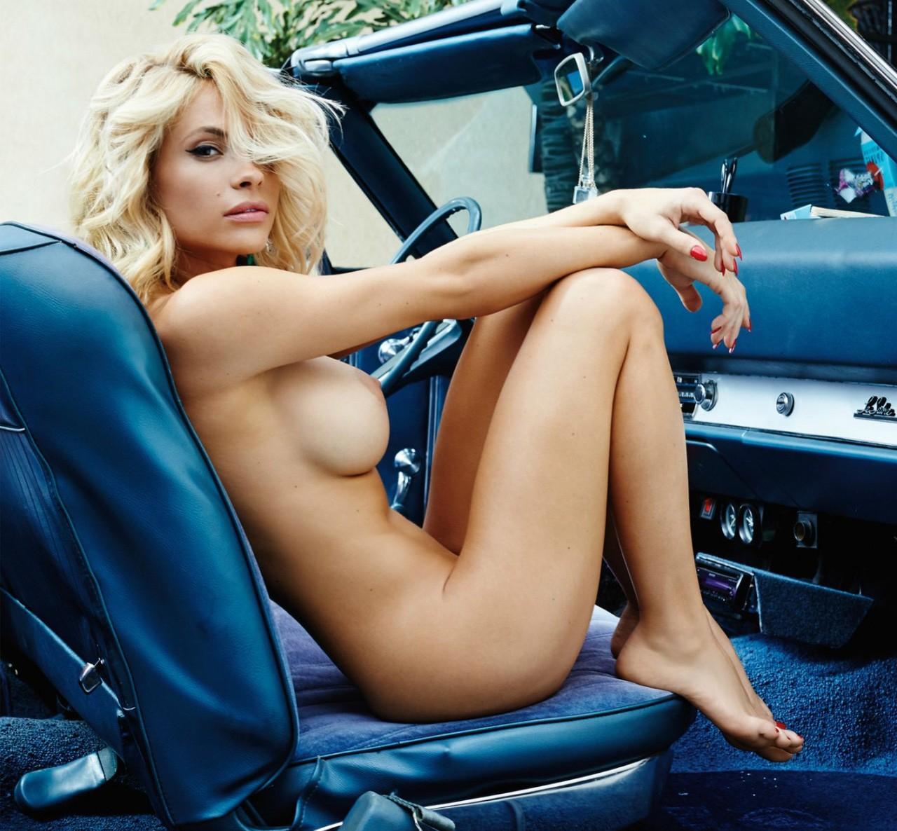 Jeune femme nue dans des galeries de photos rotiques