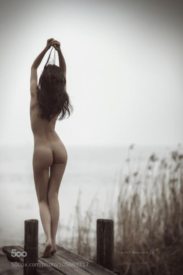 nue sur un pont