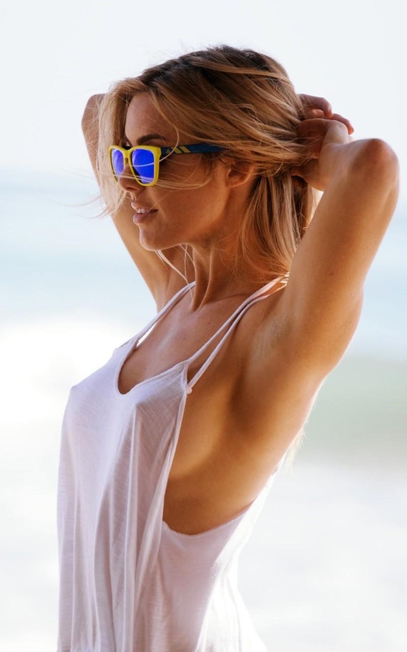 topless gilr