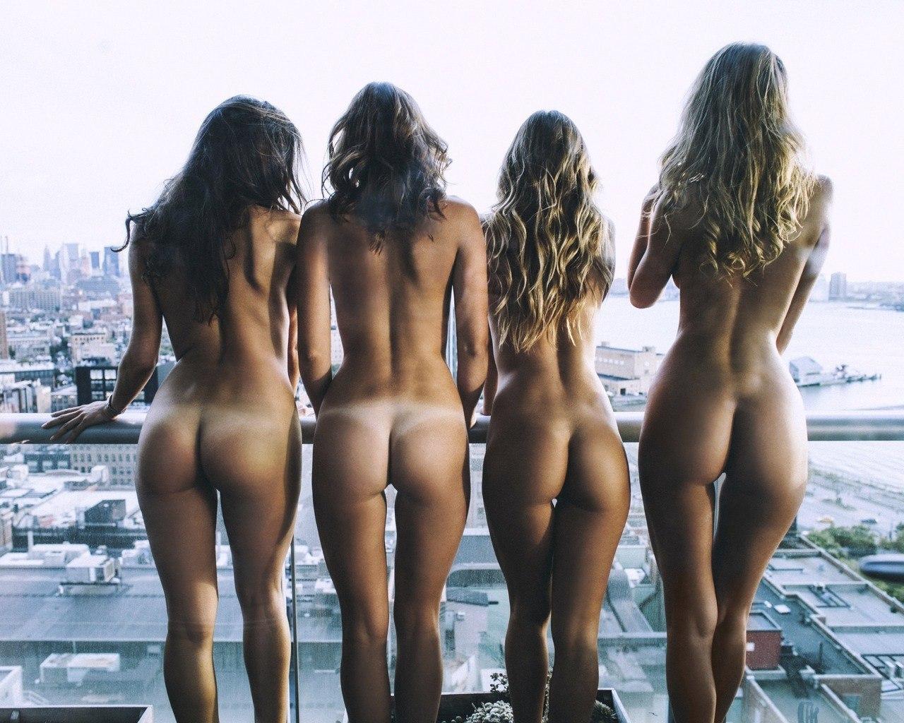 nues au balcon