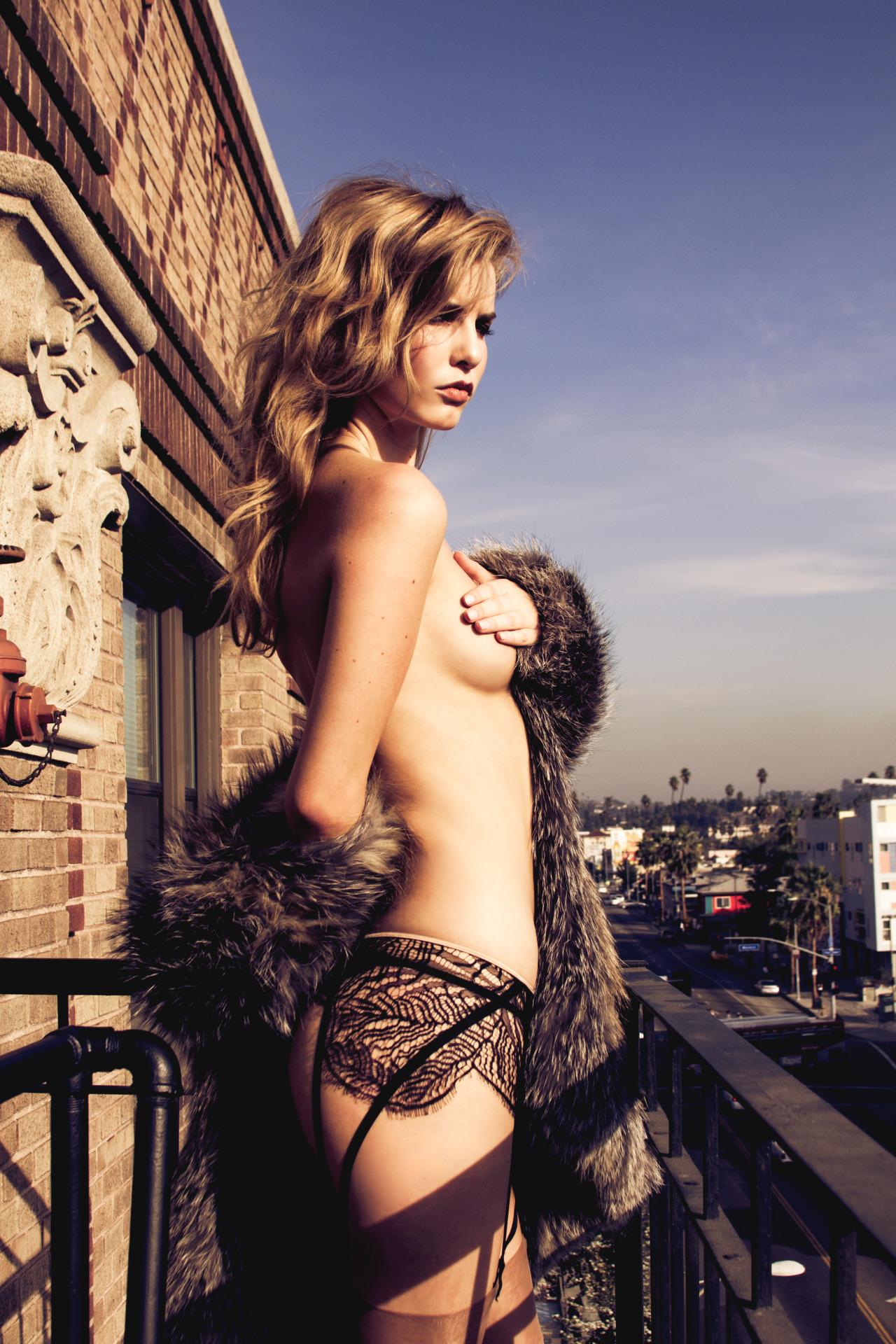 belle blonde topless