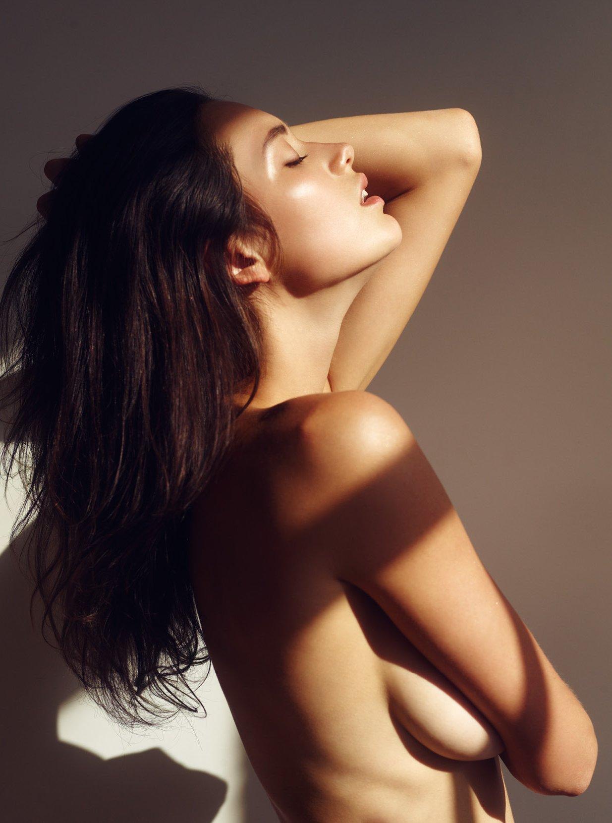 brune topless