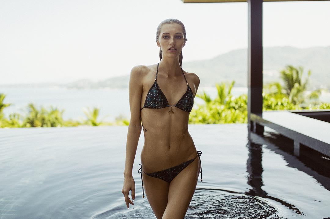 demoiselle nue et sexy