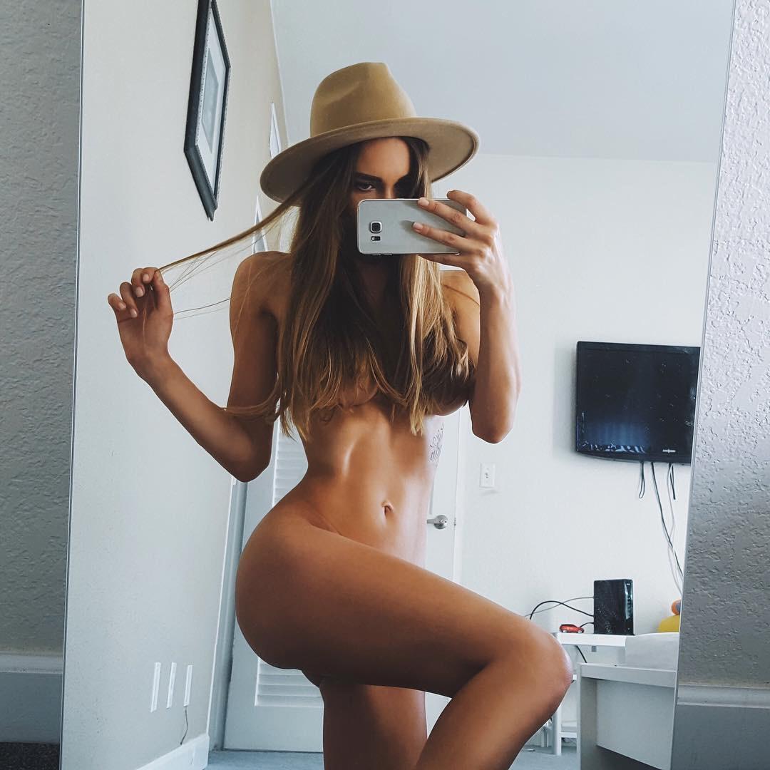 selfie nue