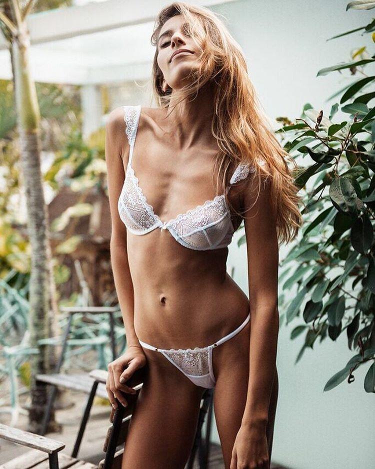 bonsoir-mademoiselle-skiny