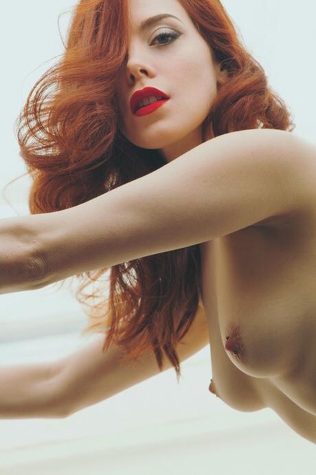 rouquine-topless