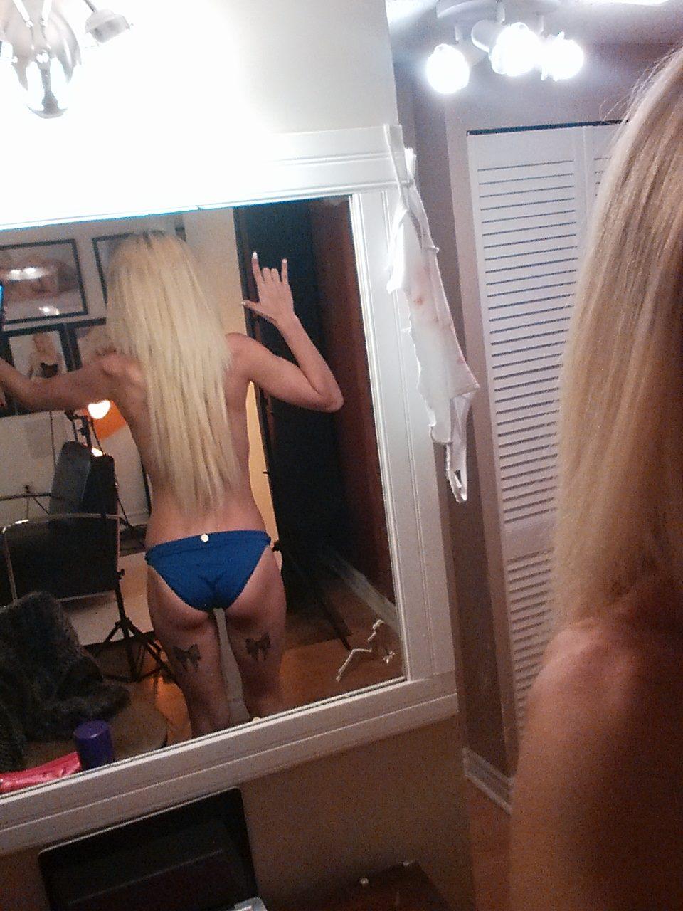 sydney marzi topless
