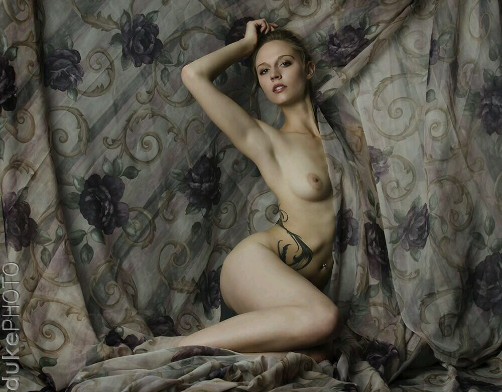 tuscany lee nude model