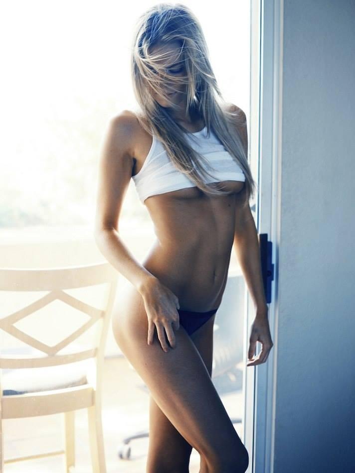 fille-nue-trop-bonne