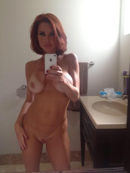 redhaire nude selfie