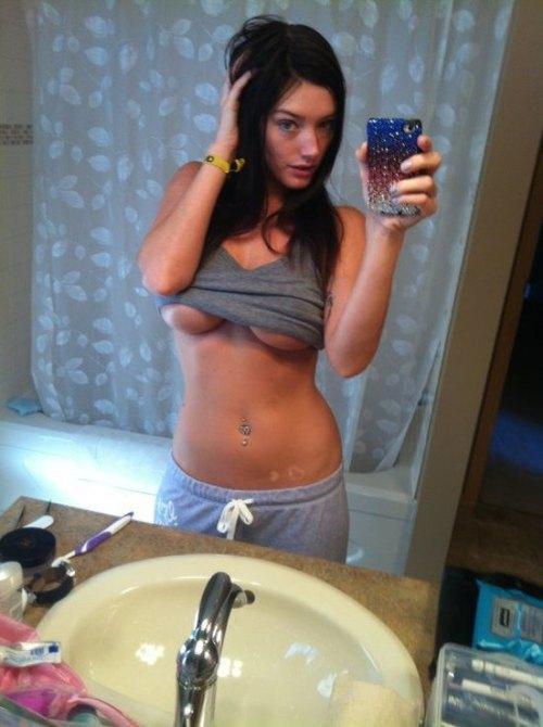 underboobs selfie