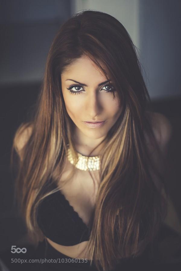 belle femme colier or