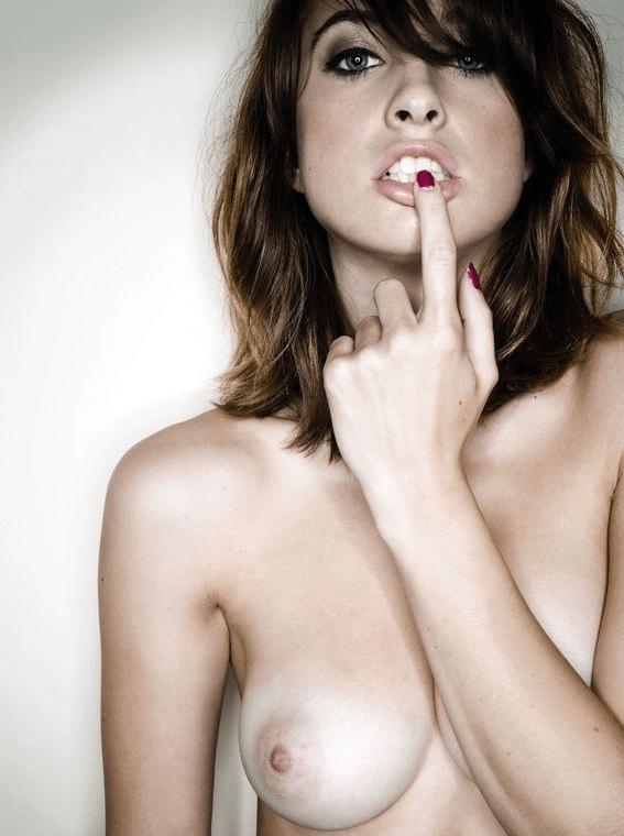 brunette gros seins