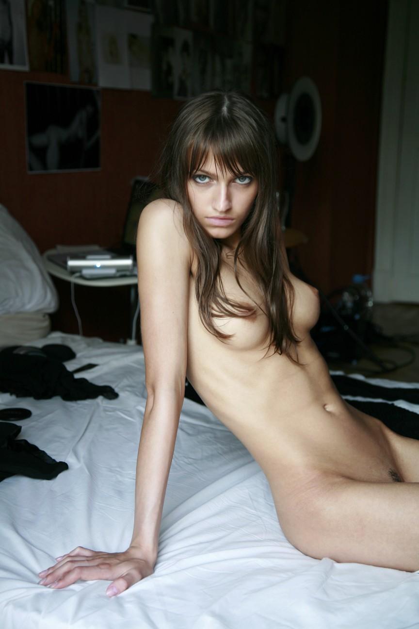 femme nue lit femme dilater