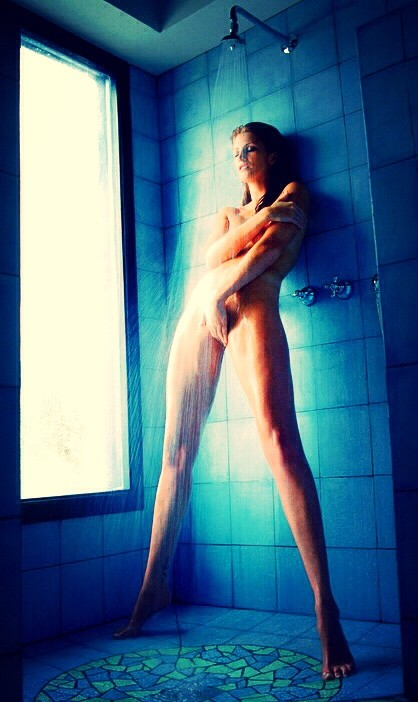 masturbation sous la douche