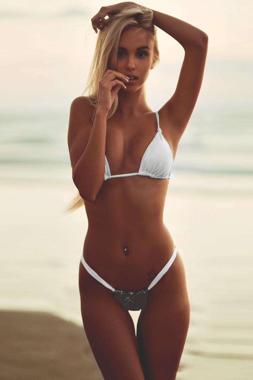sexy bikini à la plage