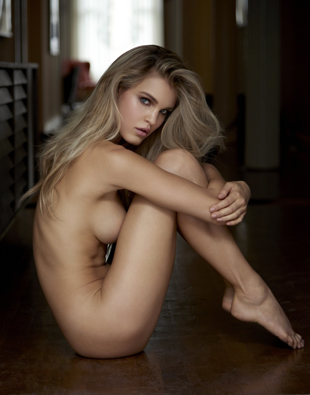 belle blonde de profil