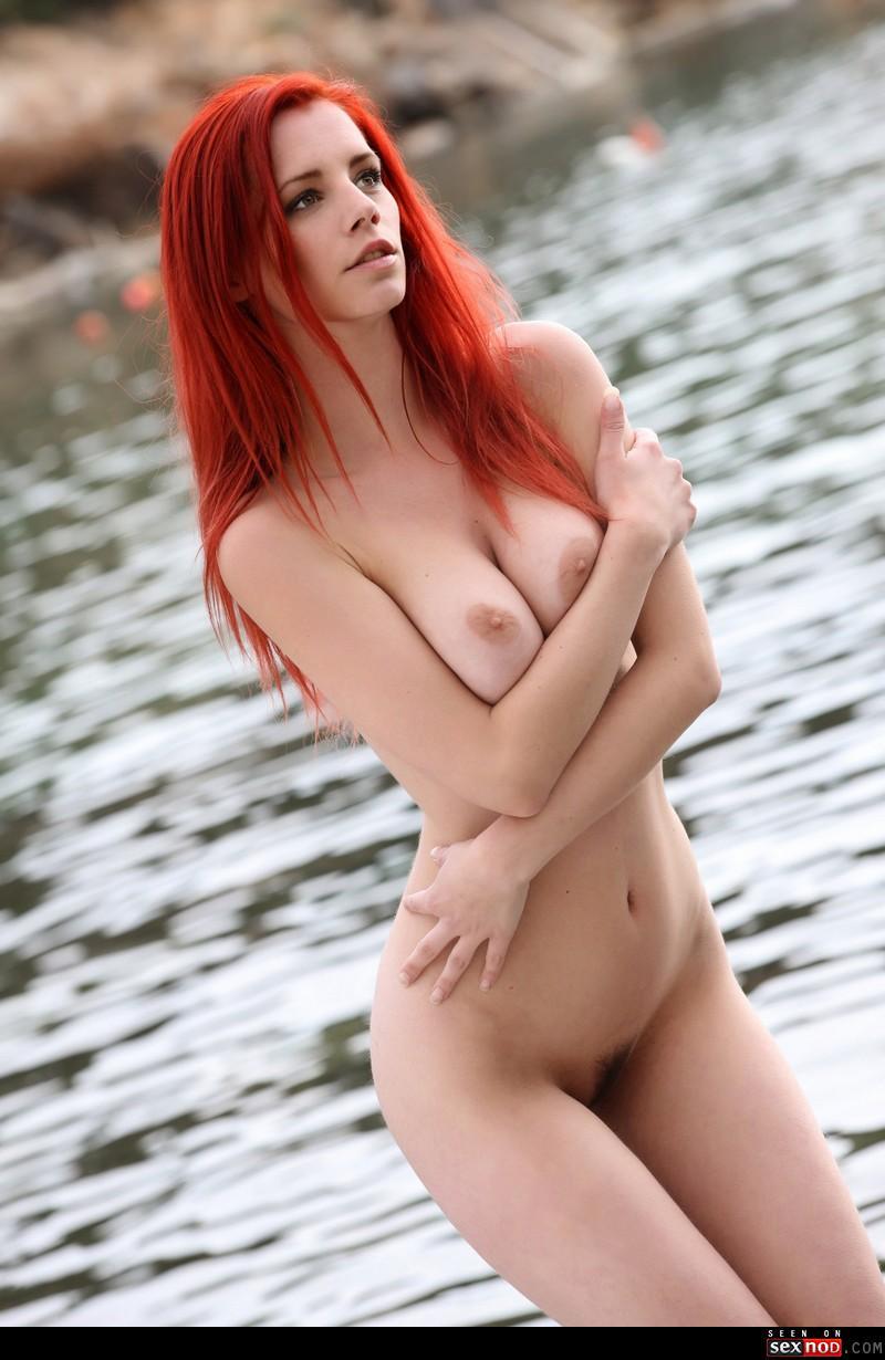 belle rousse nue