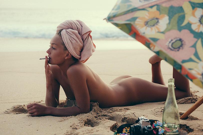 à poil sur la plage