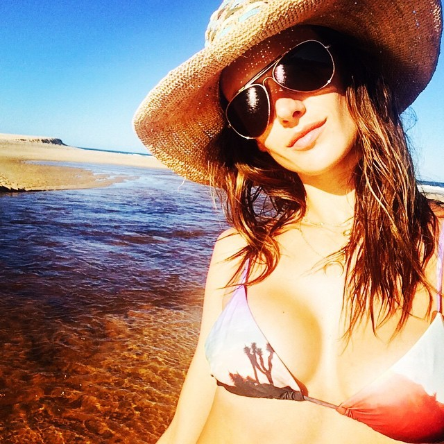 alessandra ambrosio beach