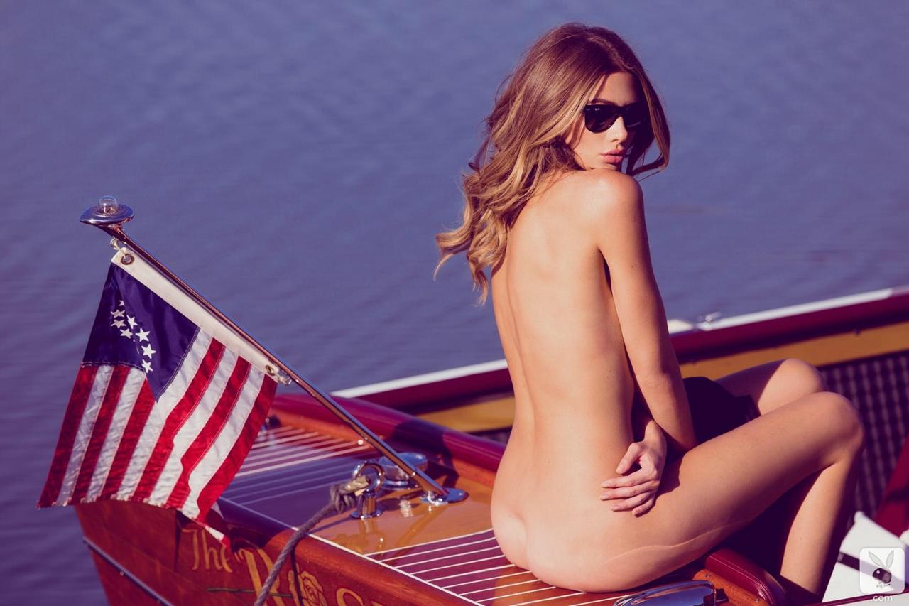 nue sur bateau