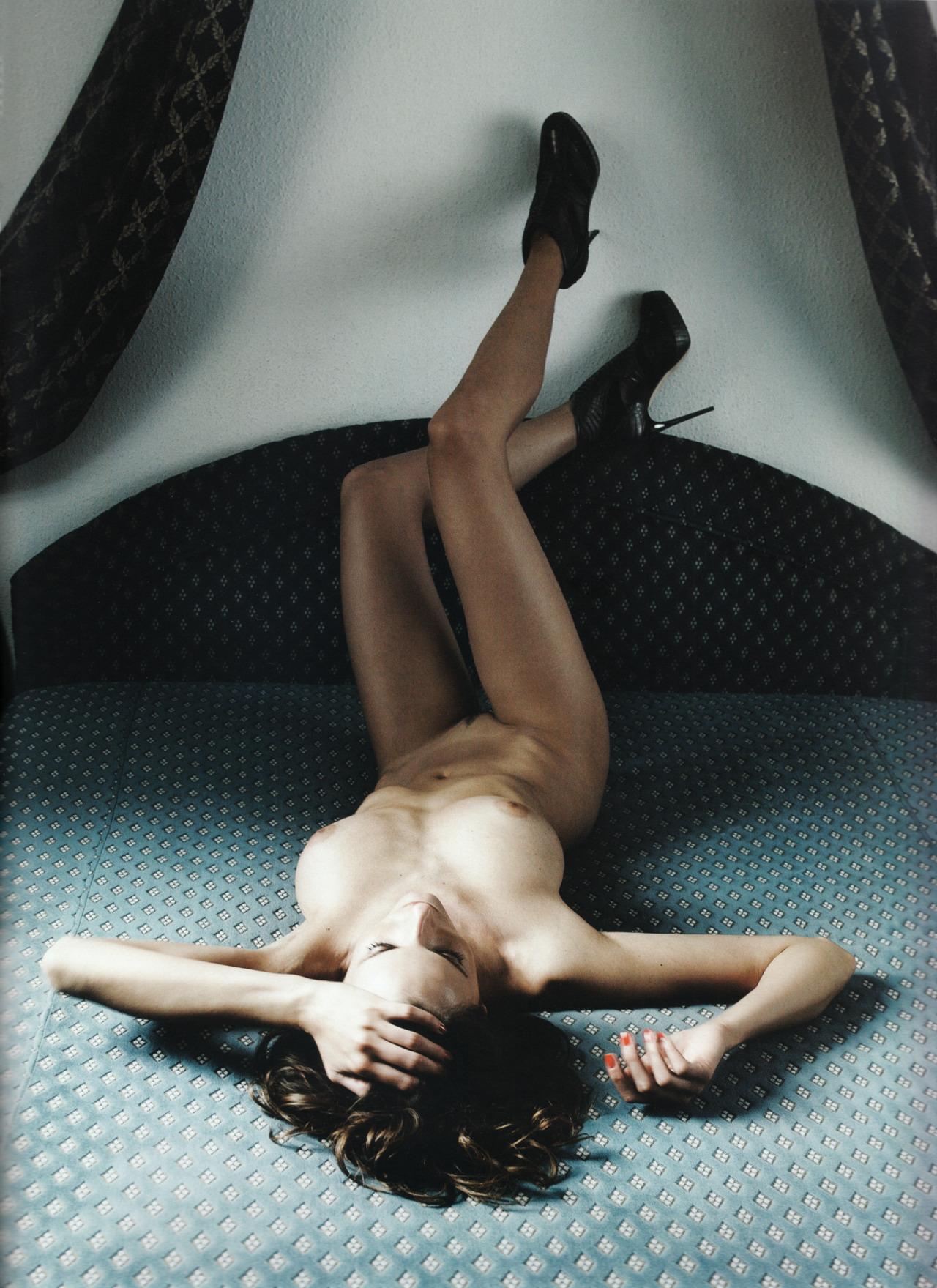 femme nue sur un lit