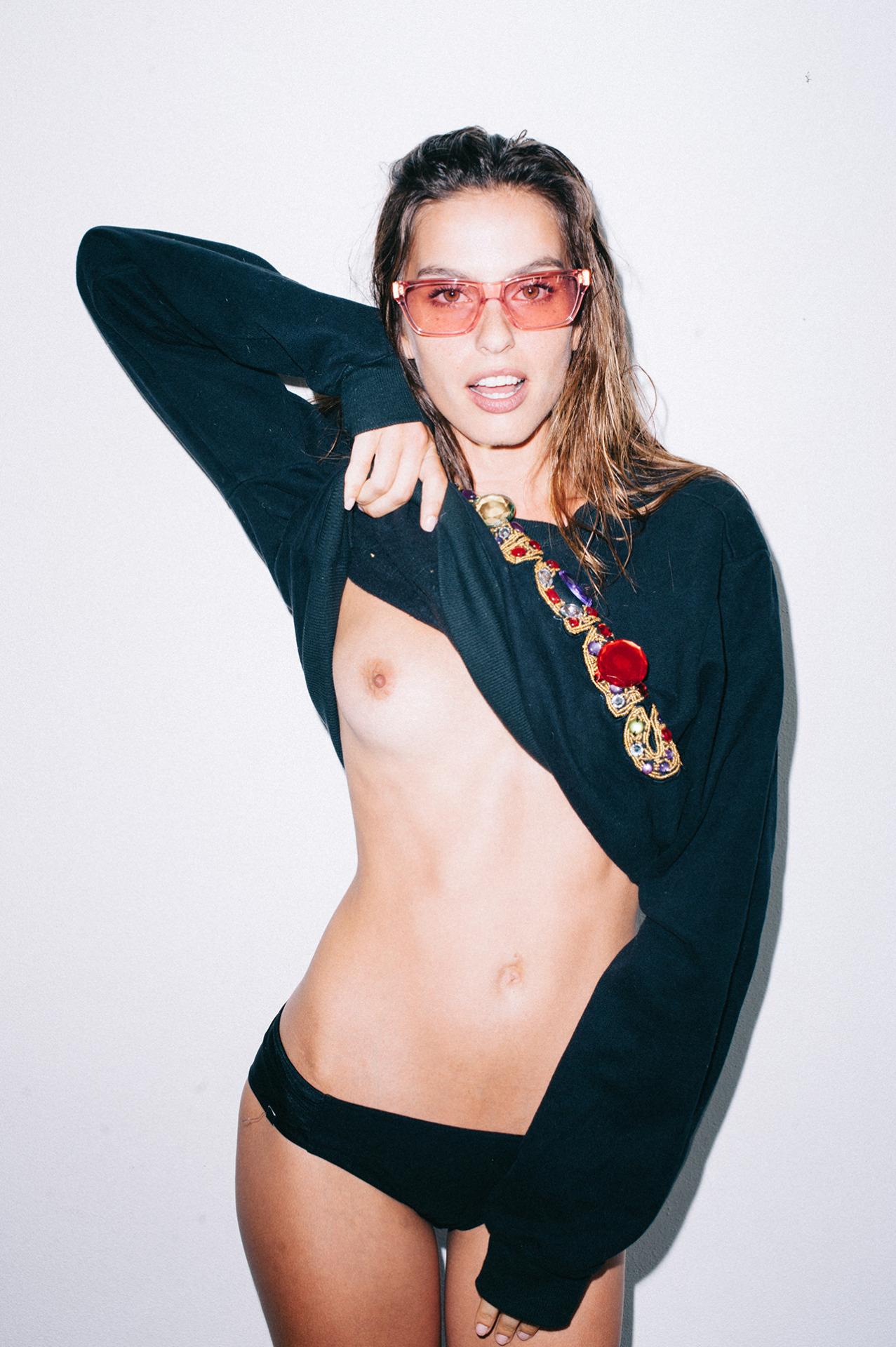 Alicia Medina mono boob