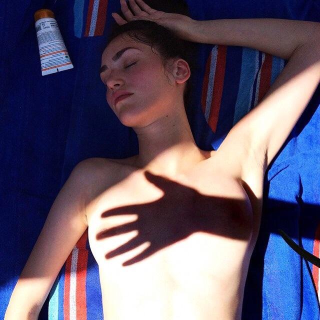 touche les seins