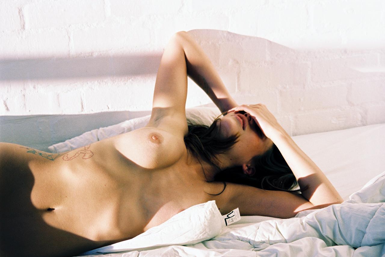 bonsoir mademoiselle nude