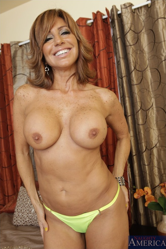 top milf Tara Holiday