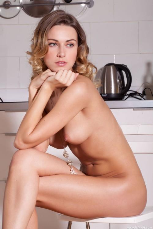 belle blonde elegante nue