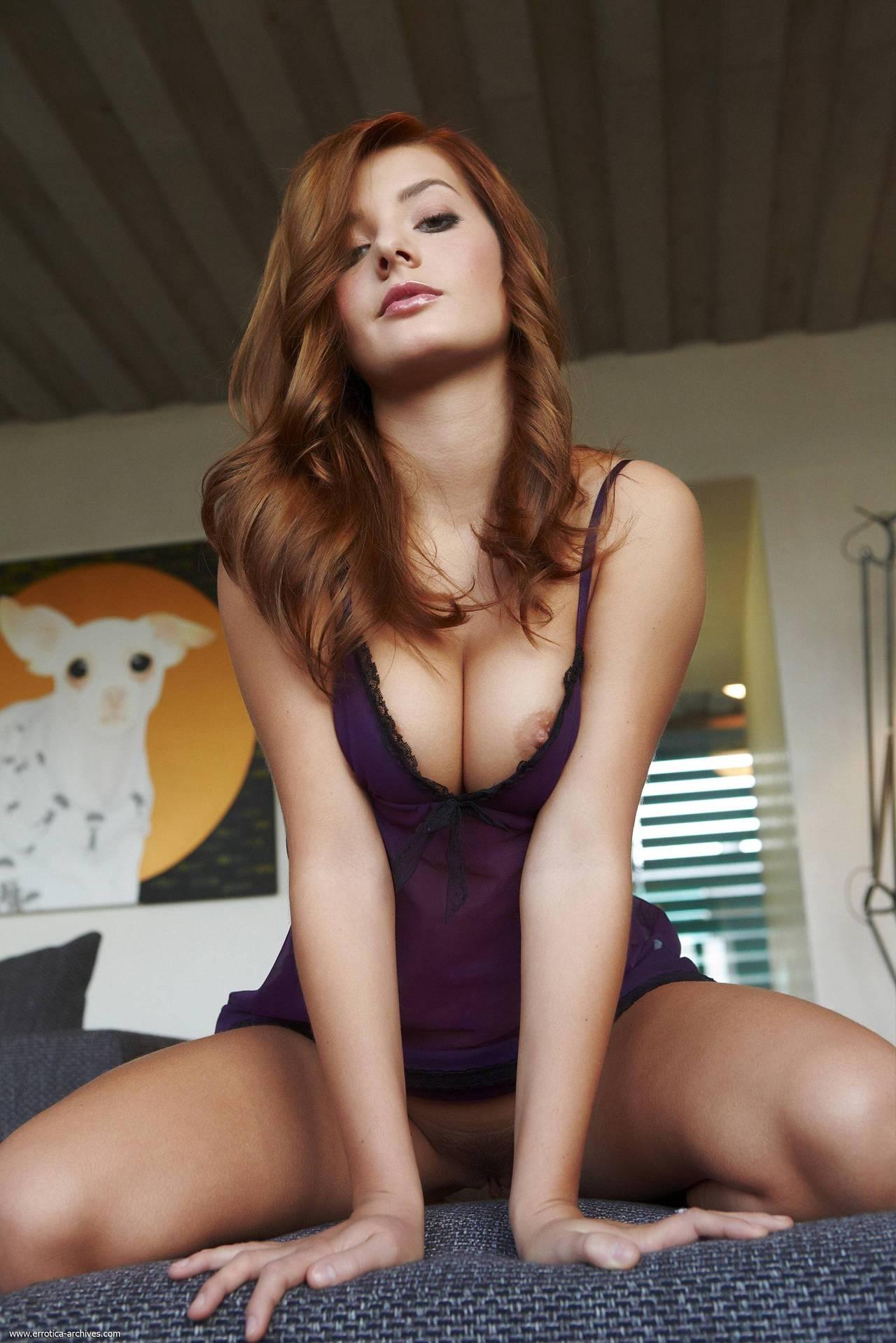belle fille rousse nue