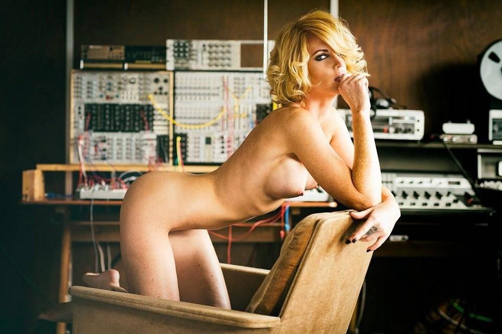 blonde en levrette