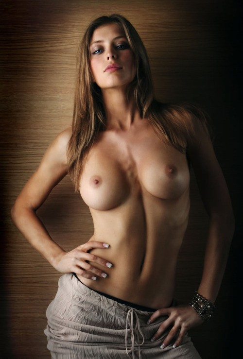 brune aux gros seins