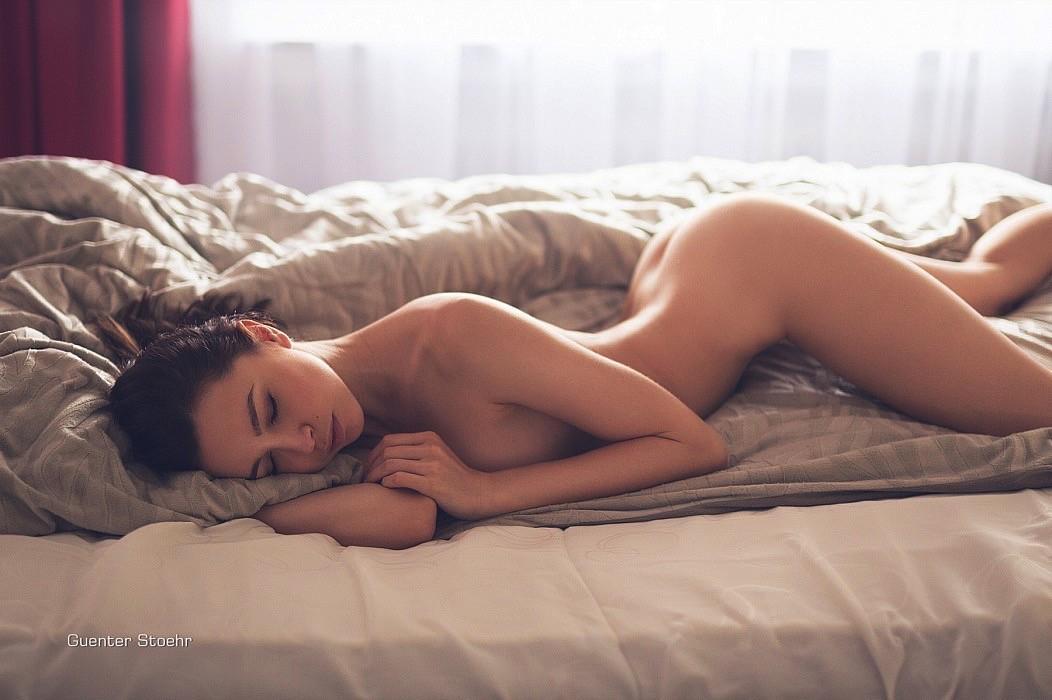 femme nue qui dort