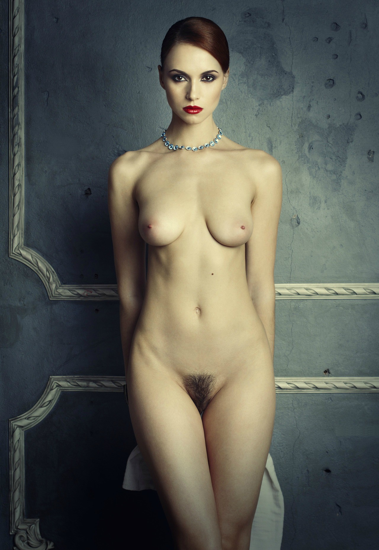femme stricte nue