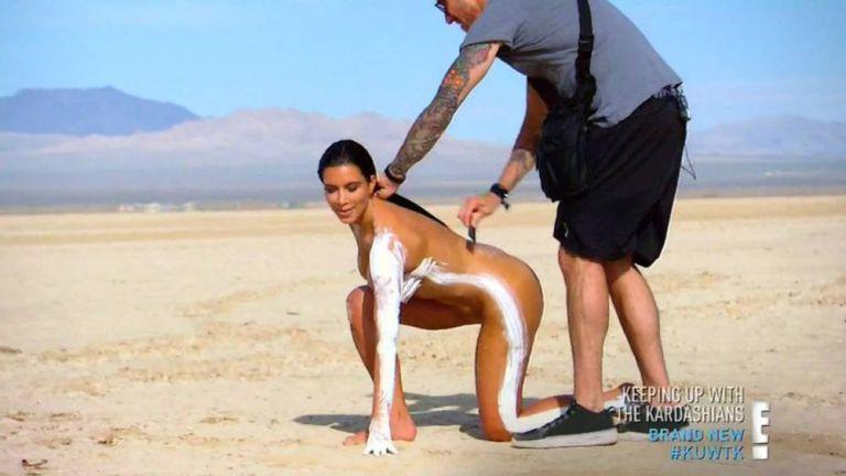 kim kardashian nue dans le désert