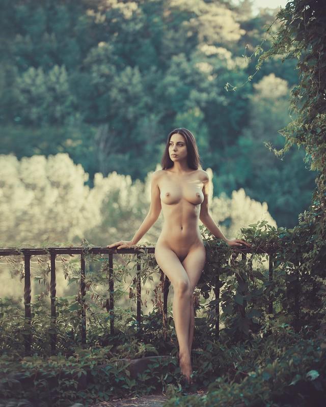 nue dans la nature