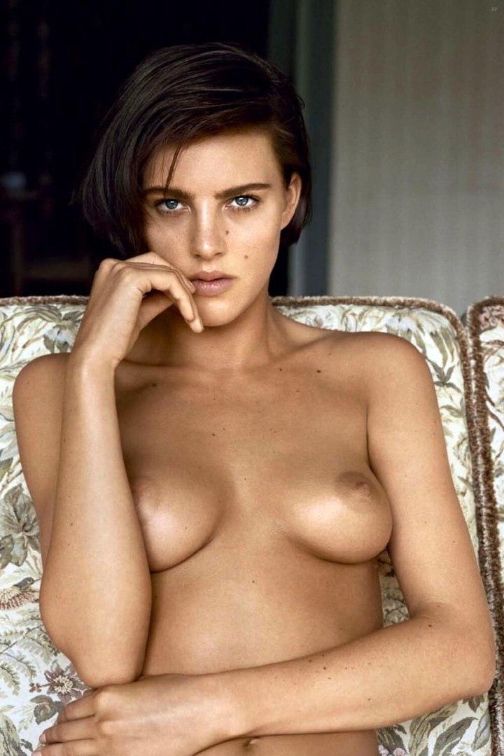 topless pas contente