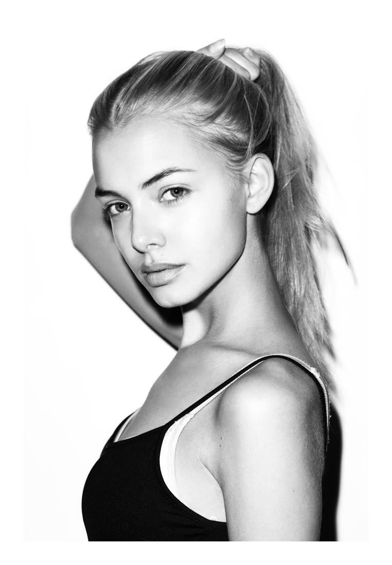 demoiselle blonde sexy
