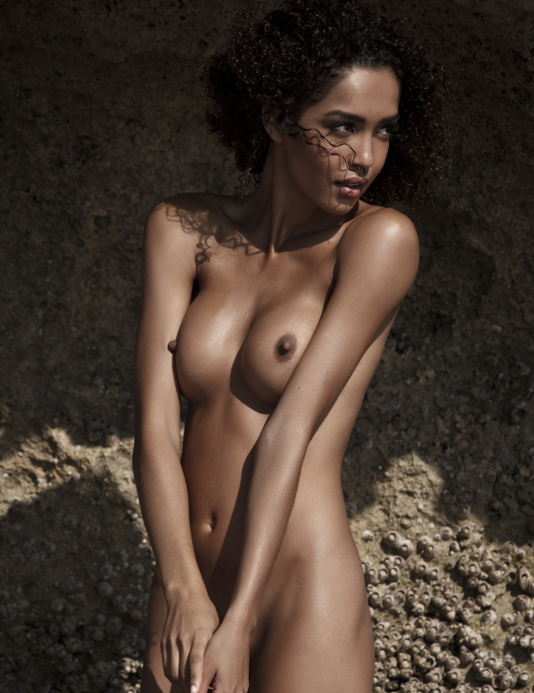 femme metisse à poil