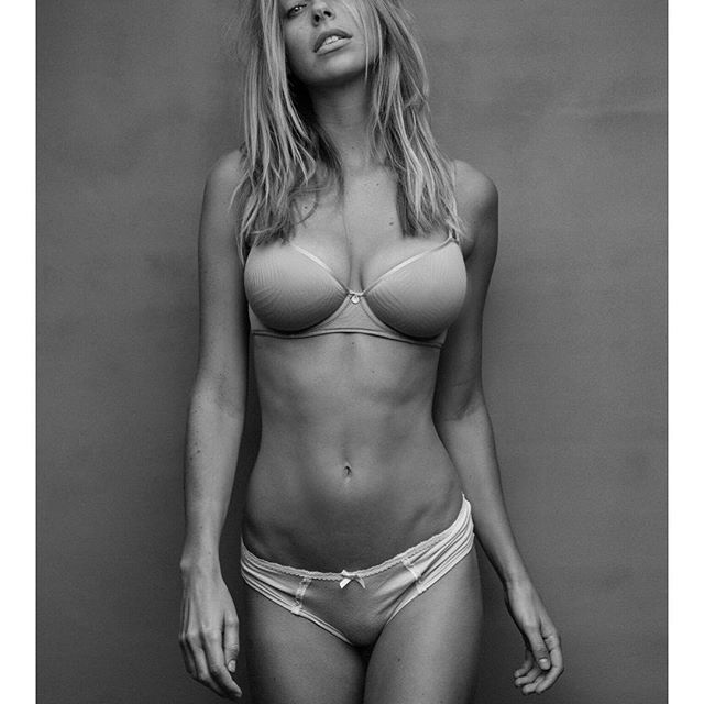 Elizabeth Turner huge boobs