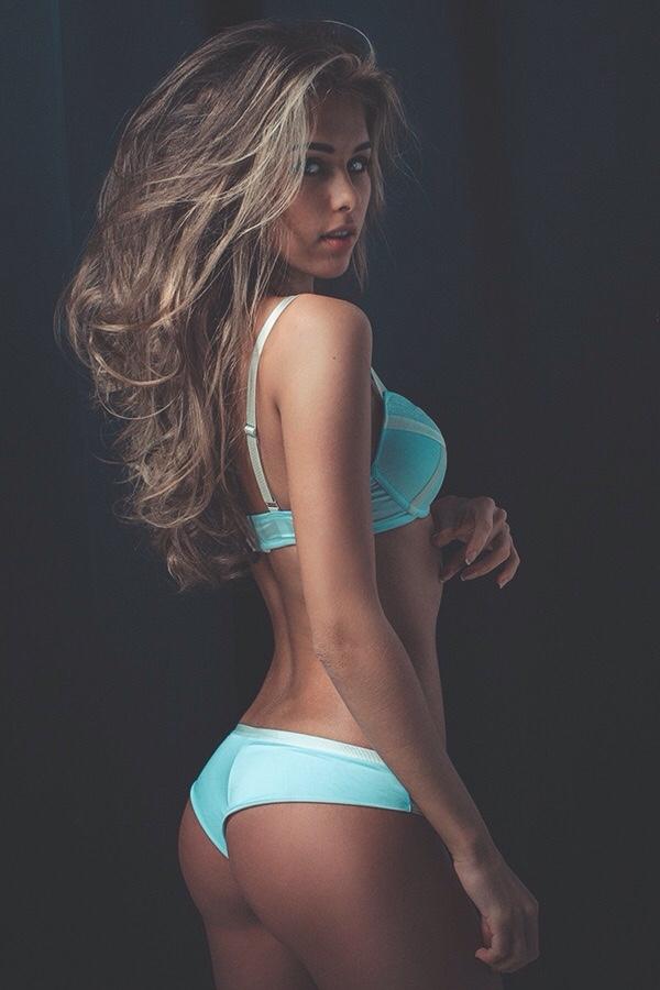 bonsoir mademoiselle sexy