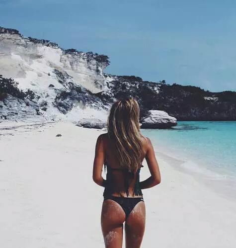 sable blanc fille nue
