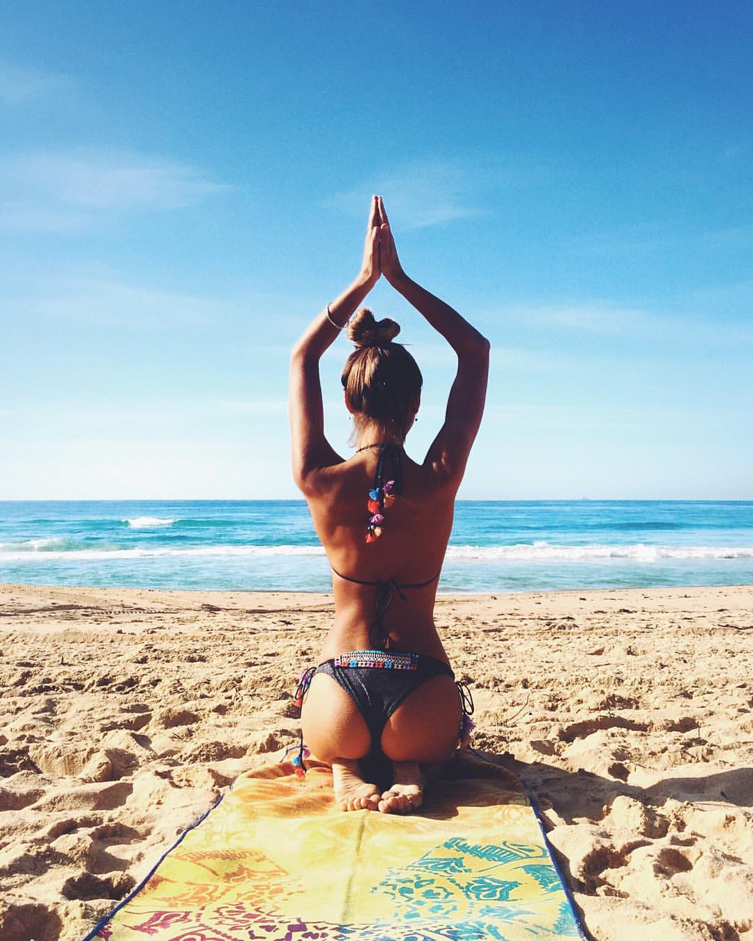 sexy yoga nude