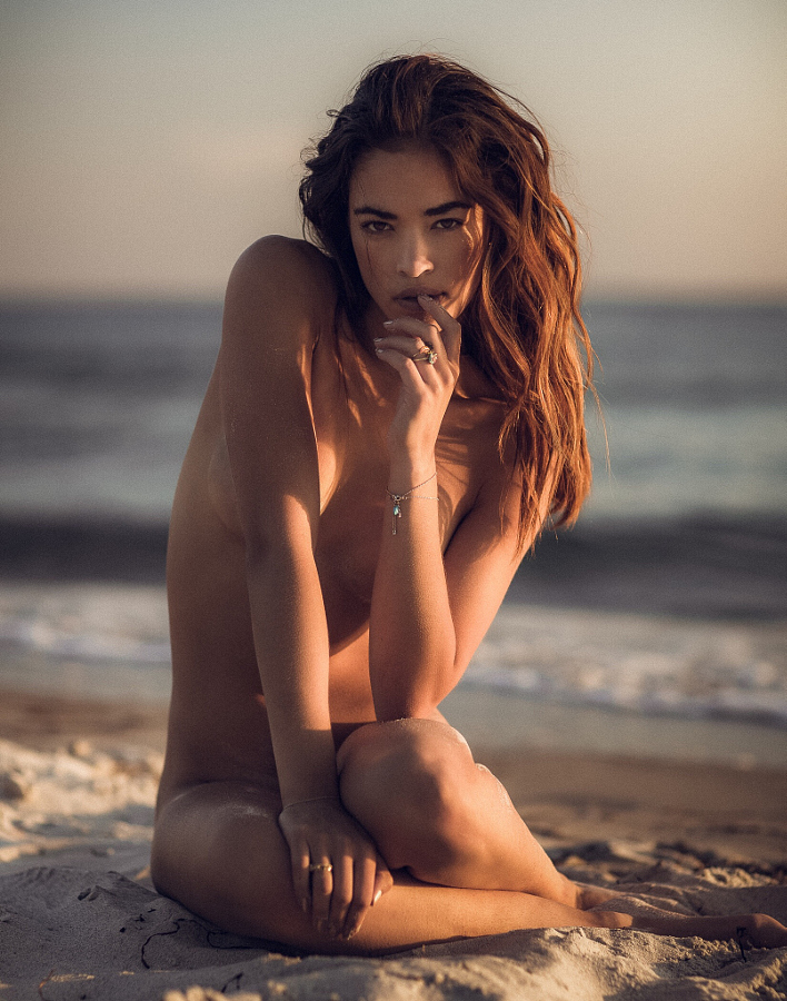 belle femme nue à la plage