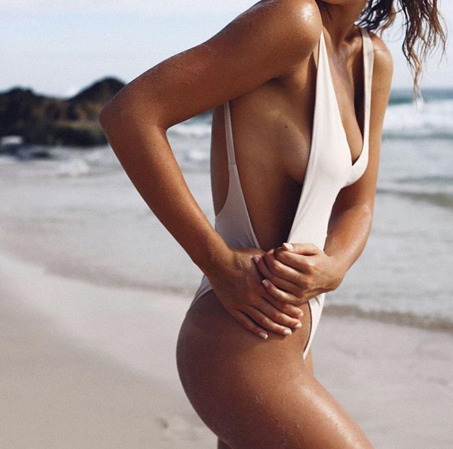 bonsoir-mademoiselle-beach