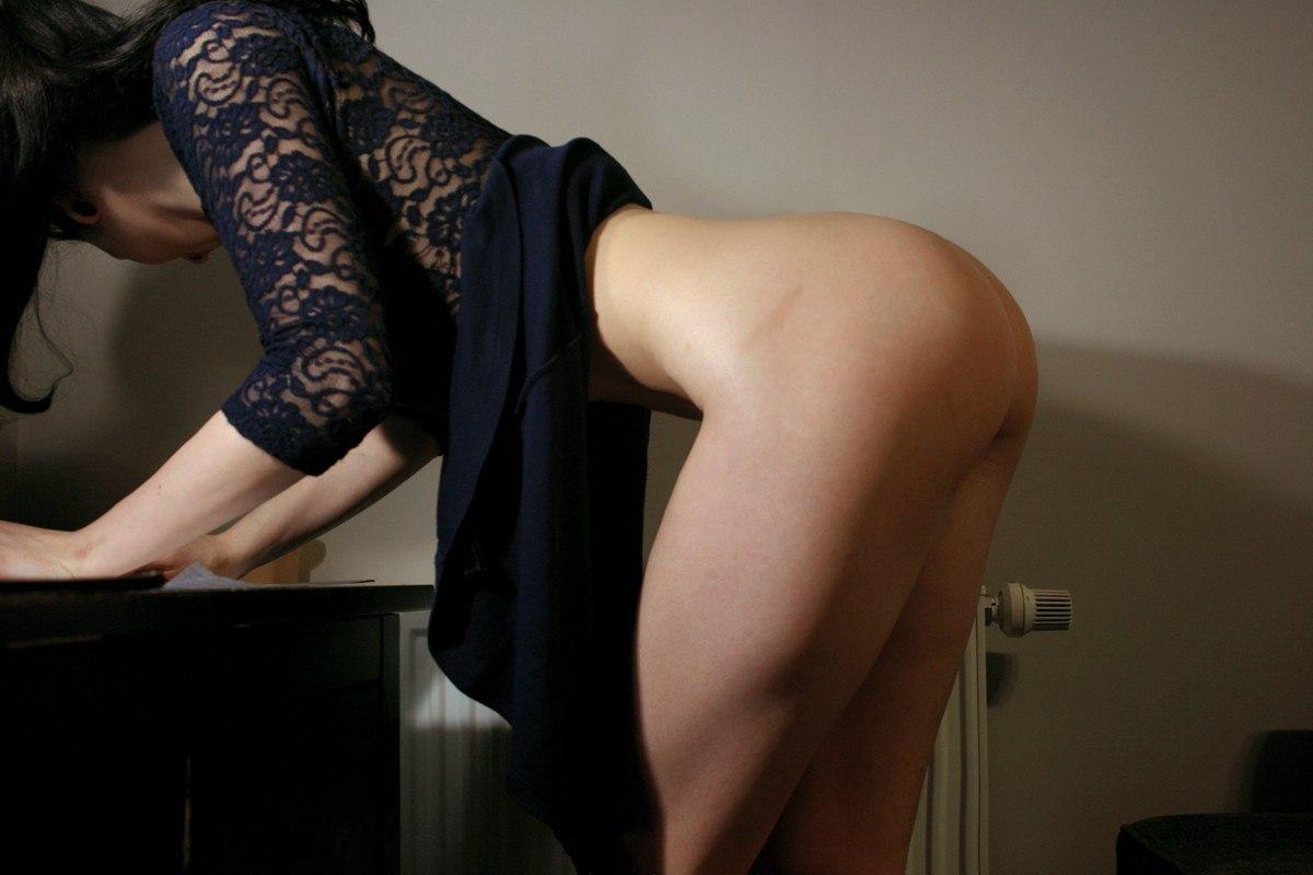 femme-avec-les-fesses-a-lair
